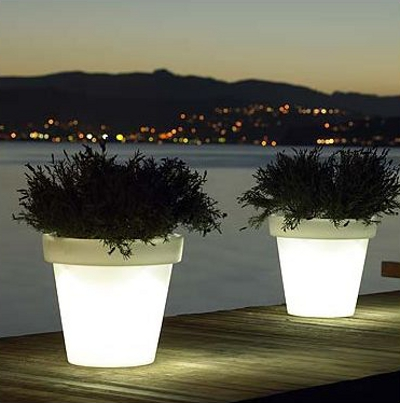les luminaires ext rieurs pot lumineux bloom blog esprit design. Black Bedroom Furniture Sets. Home Design Ideas