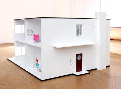 Une maison de poupée design par Arne Jacobsens