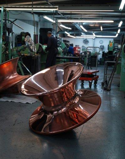 Spun, fauteuil culbuto par Thomas Heatherwick
