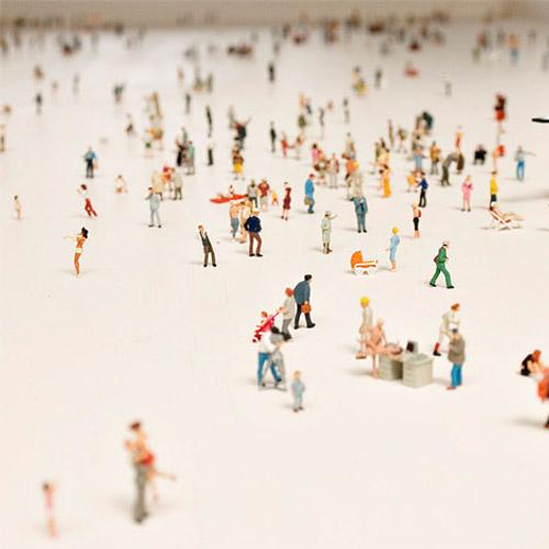 Seul dans la foule, table basse par Rolf Sachs
