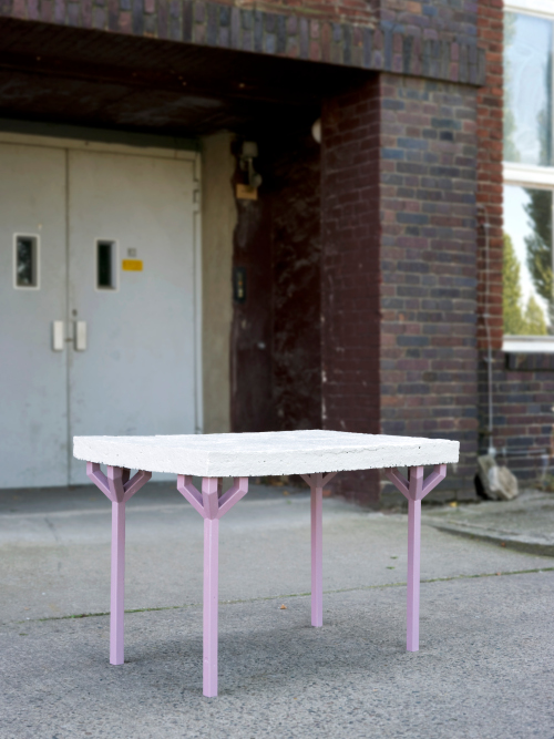 Table en papier maché par Matthias Ries