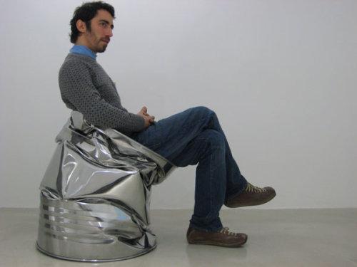 Chaise pressée par Harry Thaler