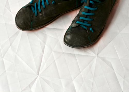 Sol de papier ? ou de céramique par Raw Edges