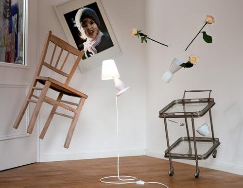 Lampe en lévitation (et oui encore) par Constantin Wortmann