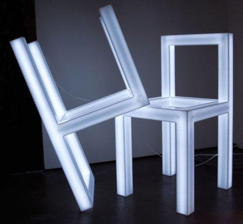 Chaise trouée par Takeshi Miyakawa