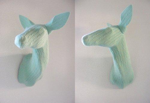 Trophées de chasse tricotés par Rachel Denny
