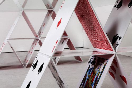 Table château de cartes par Mauricio Arruda