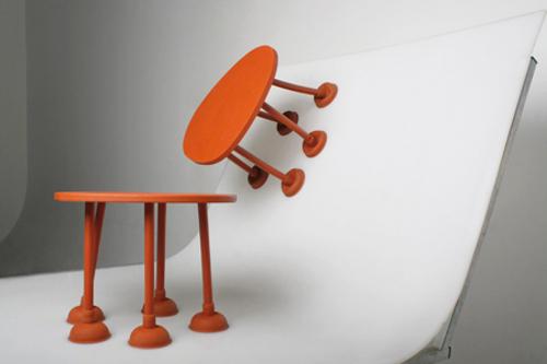Table en caoutchouc par Thomas Shnur