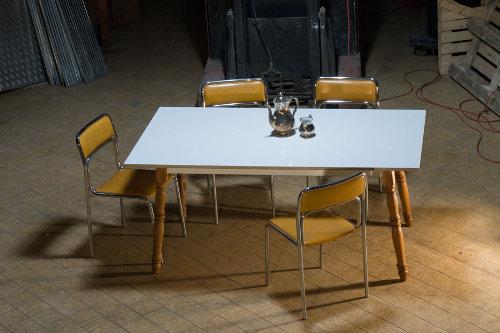 Ma nouvelle table a 200 ans par Antik Kombo