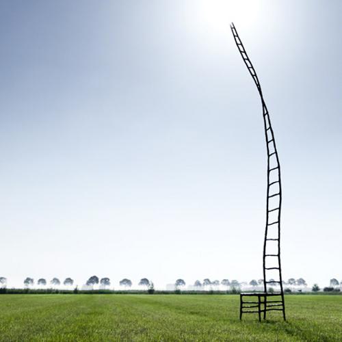 The Empty Chair, monter au ciel par Maarten Baas