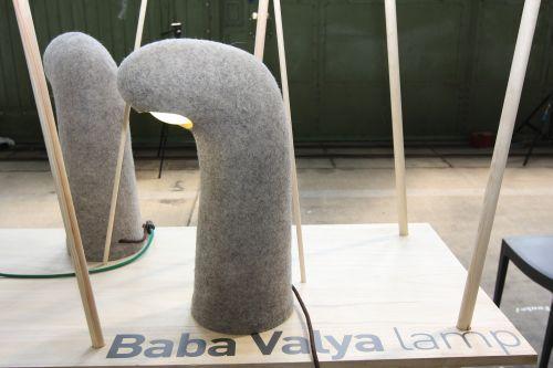 Baba Valja, lampe triste pas le studio Funkel