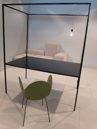 Table à baldaquin par Petter Skogstad