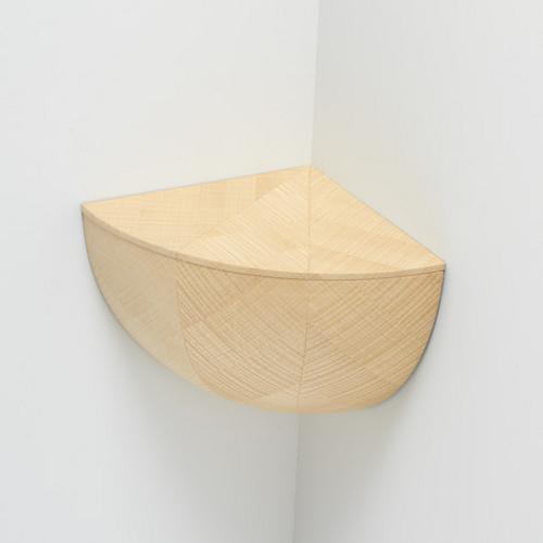 Catch Bowl, étagère d'angle par Torafu