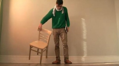 Chaise en équilibre par Pascal Anson