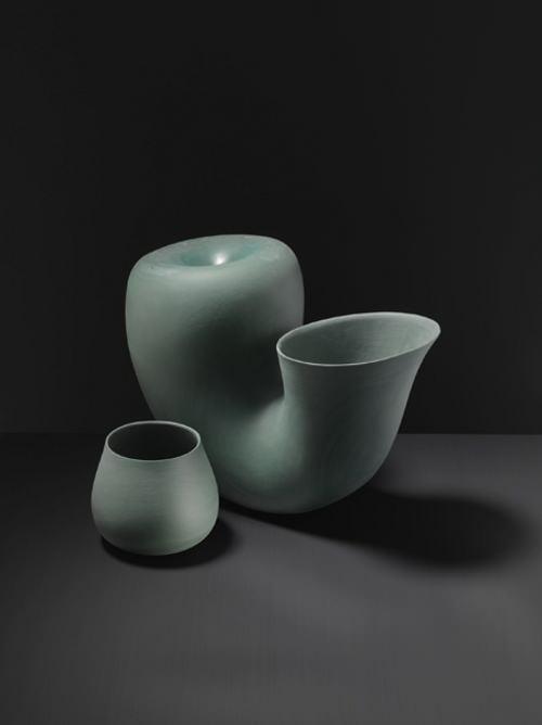 Repenser les formes usuelles, collection de carafes par Aldo Bakker