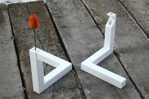 Vase triangle impossible par Cuatro Cuatros