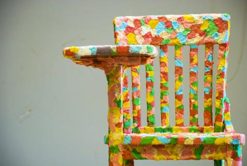 Chaise chewing gum par Melissa Harris