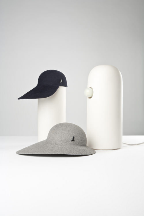 under the hat luminaire et chapeau par tomas kral blog esprit design. Black Bedroom Furniture Sets. Home Design Ideas