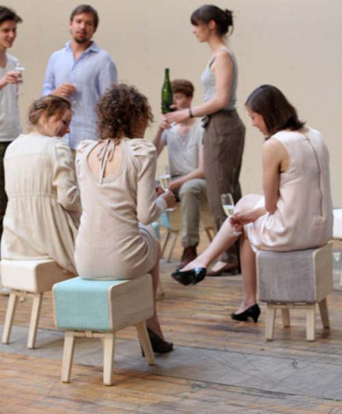 Oturakast tabouret + tiroir + commode par Rianne Koens