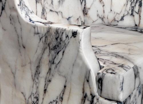 Fauteuil Louis XV de marbre par Maurizio Galante
