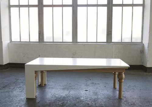 Une couche de modernité, table à manger par Kisskalt