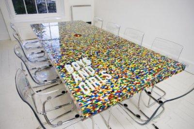 TABLE DE CONFÉRENCE LEGO