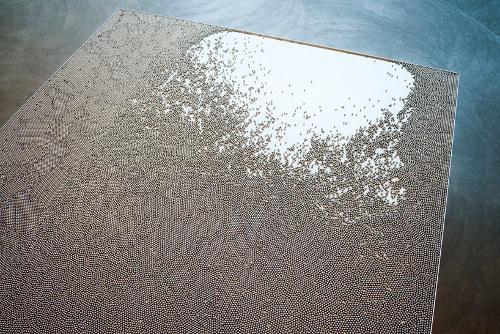 Table vague métallique par Tommi Grönlund et Petteri Nisunen