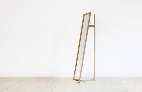 Club plus qu 39 un miroir par something design blog esprit for Miroir sur pied design