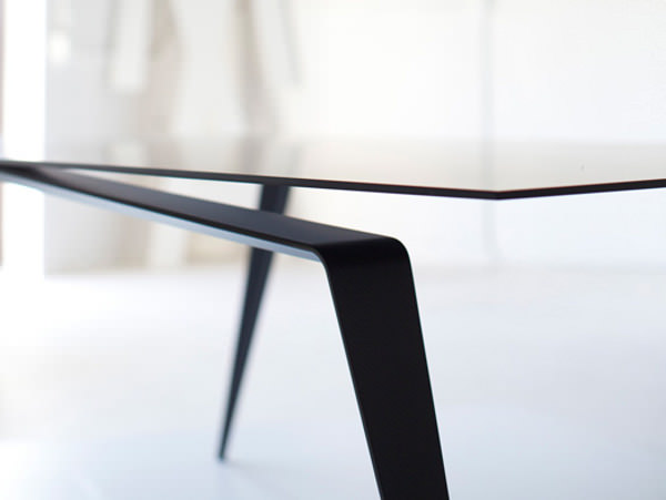 Table en carbone la Panther par Maximilian Eicke - Blog Esprit Design