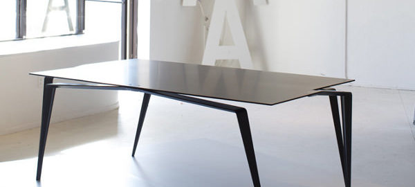 Table en carbone la Panther par Maximilian Eicke