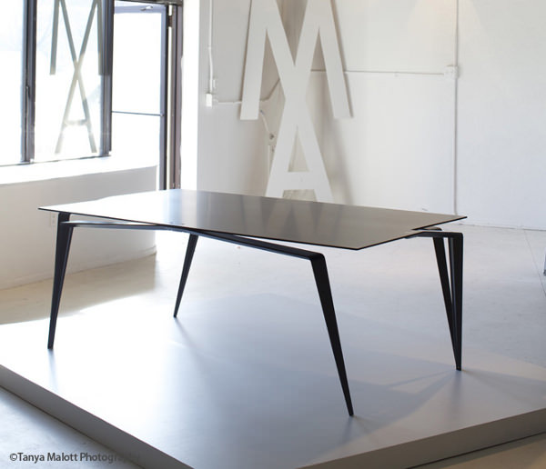 table en carbone la panther par maximilian eicke blog esprit design. Black Bedroom Furniture Sets. Home Design Ideas