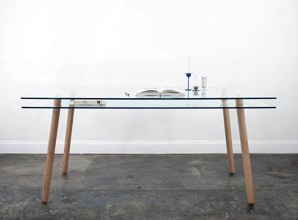 Dyvel Table double plateaux de verre par SilvaBradshaw