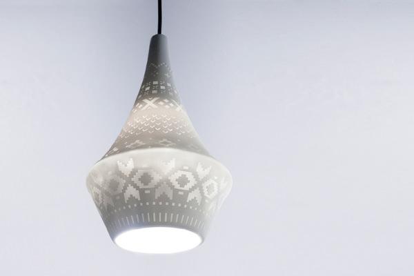 Story la suspension de porcelaine par vibeke skar et ida for Suspension exterieure design