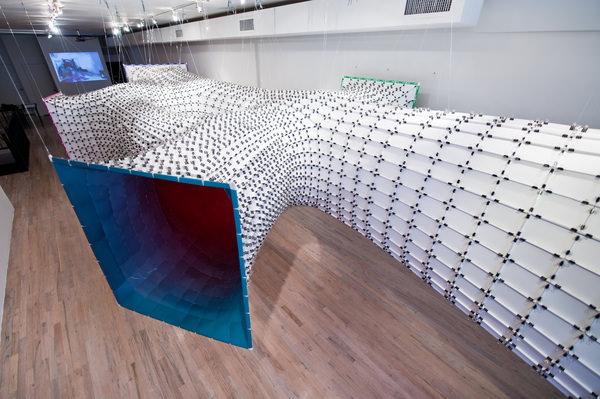 Installation futuriste CHROMAtex par SoftLab