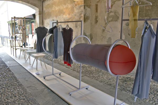 The Authentic Blog Of A La Mode Designs: Inner Fashion Le Design Au Service De La Mode