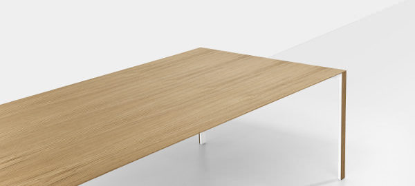 Thin-K la table de 6 mm par Luciano Bertoncini