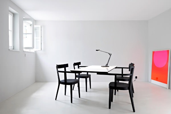 floating table la table sans pied par ingo maurer blog esprit design. Black Bedroom Furniture Sets. Home Design Ideas
