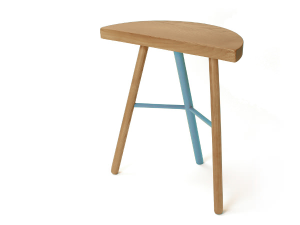 Tabouret bicolore STAMPELLA pour Maïza Editions. frêne massif