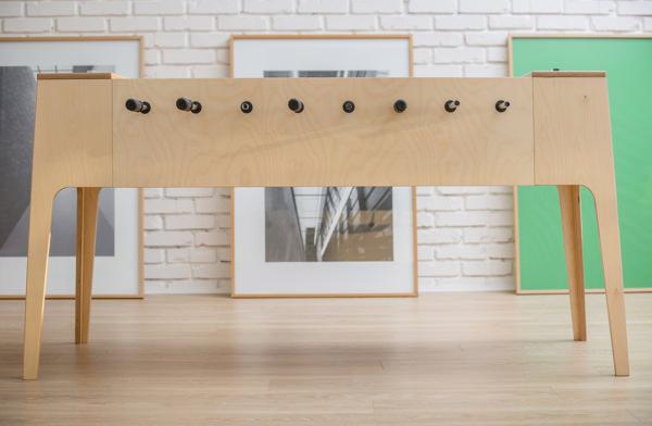 Plywood Foosball le baby-foot de bois par Slava Balbek