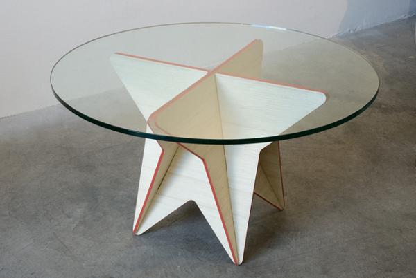 TABLE ÉTOILÉE PAR TAMARA PETROVIC