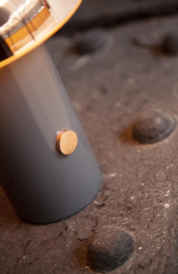 Rivet lampe à reflets cuivrés par David Irwin