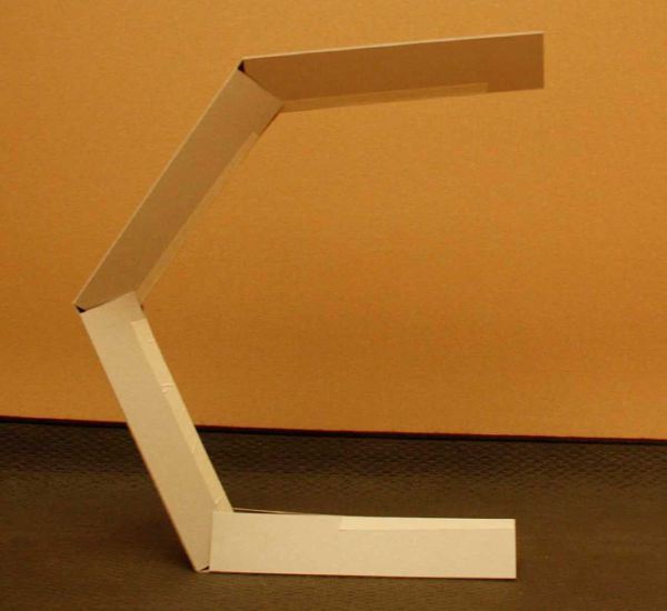 Mantis-la-lampe-Mante-religieuse-par-Guillermo-Zambrano-M-design-luminaire-blog-espritdesign-1