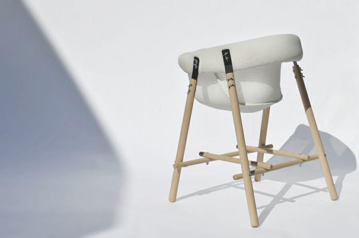 Chaise par florian schulz blog esprit design for Chaise qui vole