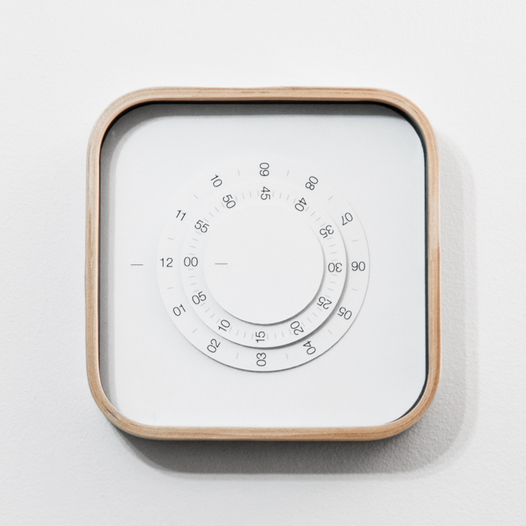 Horloge minimaliste par Gabriel Lavallee pour Ikea