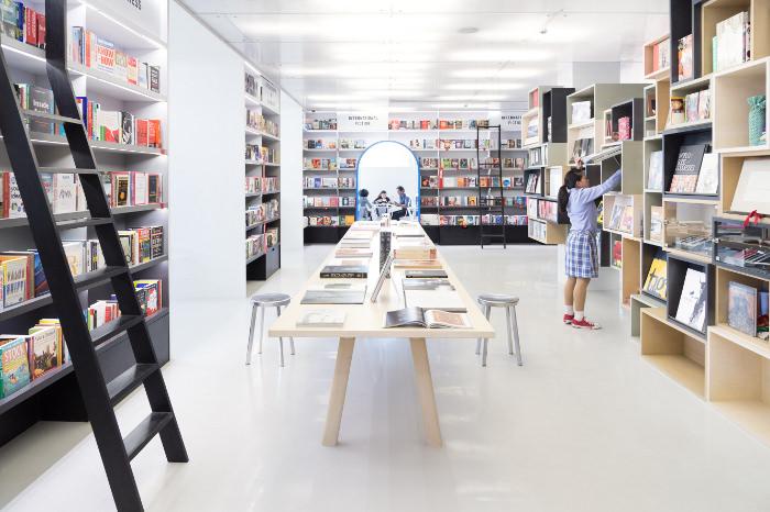 New Delhi : Oxford Bookstore par Normal Studio
