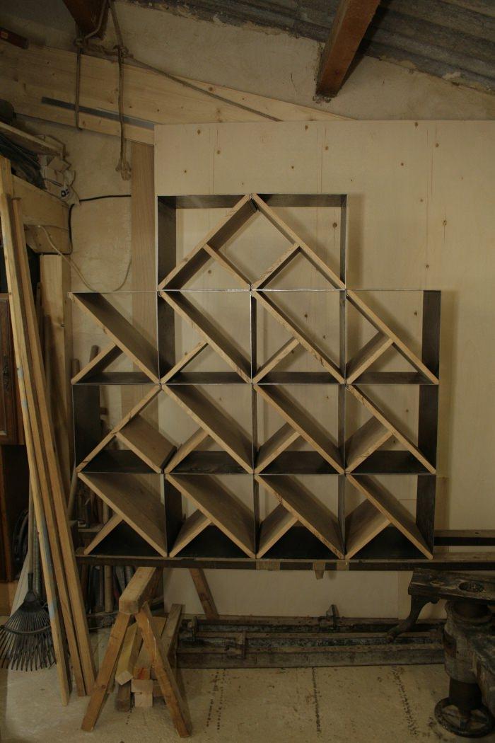 Steel Stool le tabouret à empiler par Noon Studio