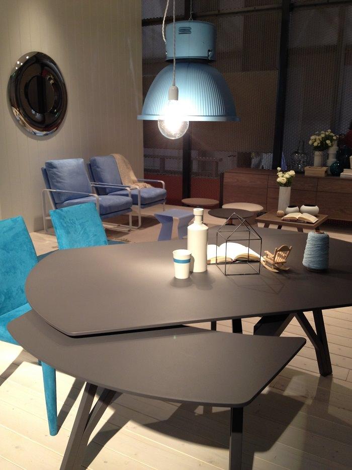 Bontempi, Italie, la table qui pivote selon le nombre des invités - Milan Design Week