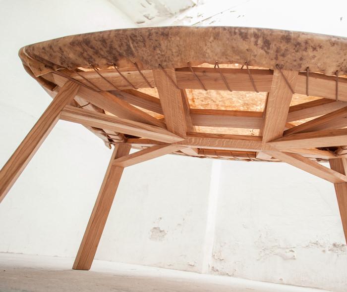 Hide la table tambour par Eva Fly