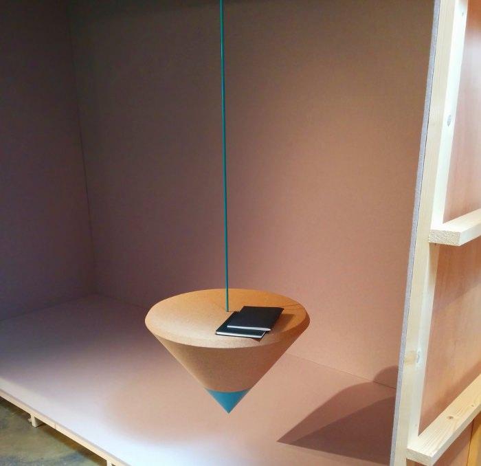 Table en équilibre pas Anaïs Gauthier