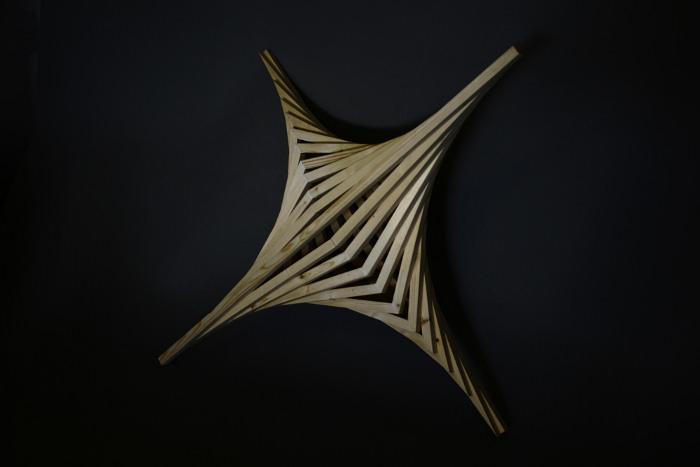 Straight Curve la suspension par Benjamin Migliore